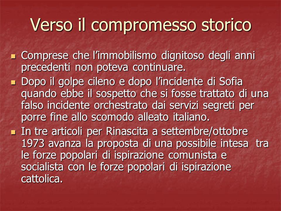 Il compromesso storico E stato visto nel compromesso storico una natura prevalentemente difensiva, in una fase di difficoltà del Pci e di logoramento ideale e politico di Dc e PSI.