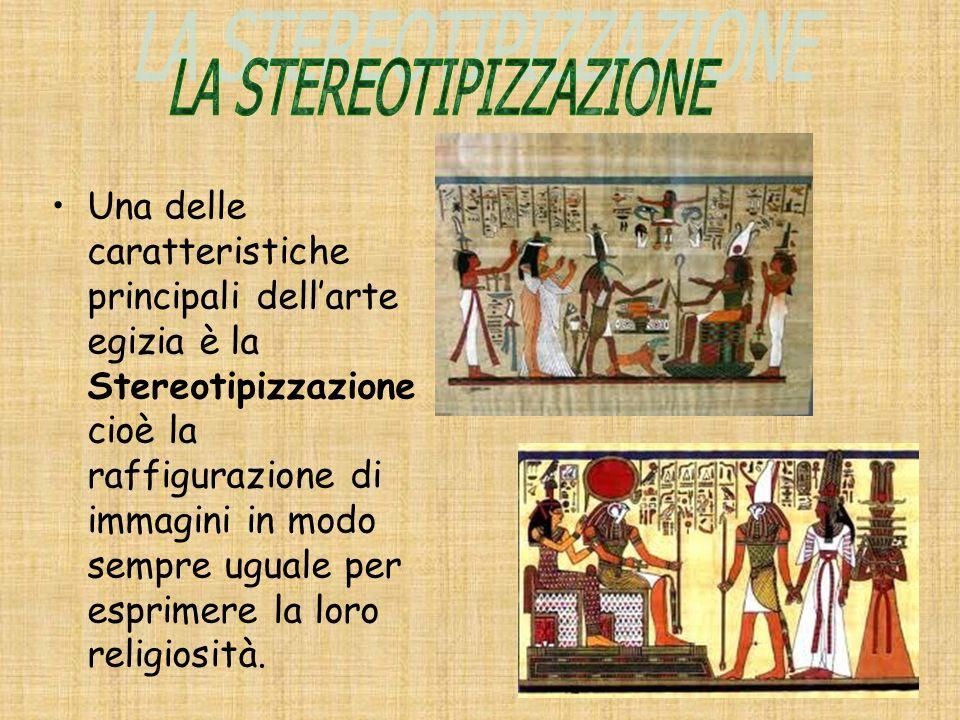 La prima piramide fu fatta costruire dal faraone Zoser.Era a gradoni e in pietra (calcare).Il tempio in origine era in legno successivamente in pietra.