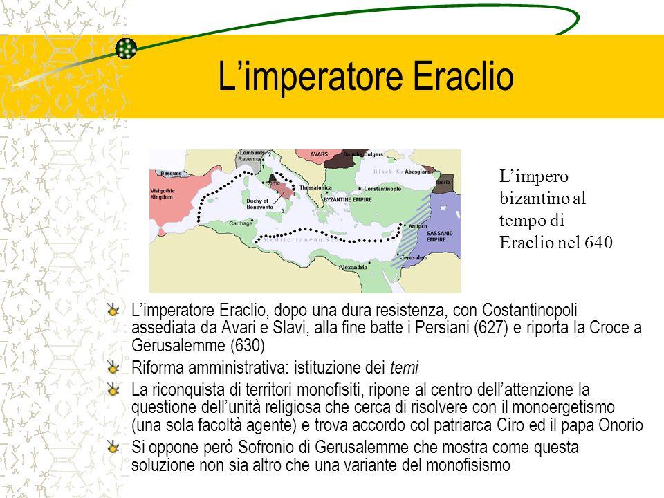 Limperatore Eraclio Limperatore Eraclio, dopo una dura resistenza, con Costantinopoli assediata da Avari e Slavi, alla fine batte i Persiani (627) e r