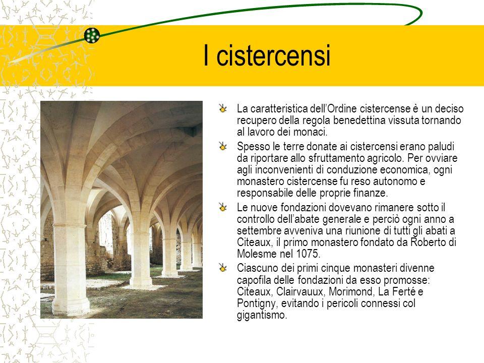I cistercensi La caratteristica dellOrdine cistercense è un deciso recupero della regola benedettina vissuta tornando al lavoro dei monaci. Spesso le