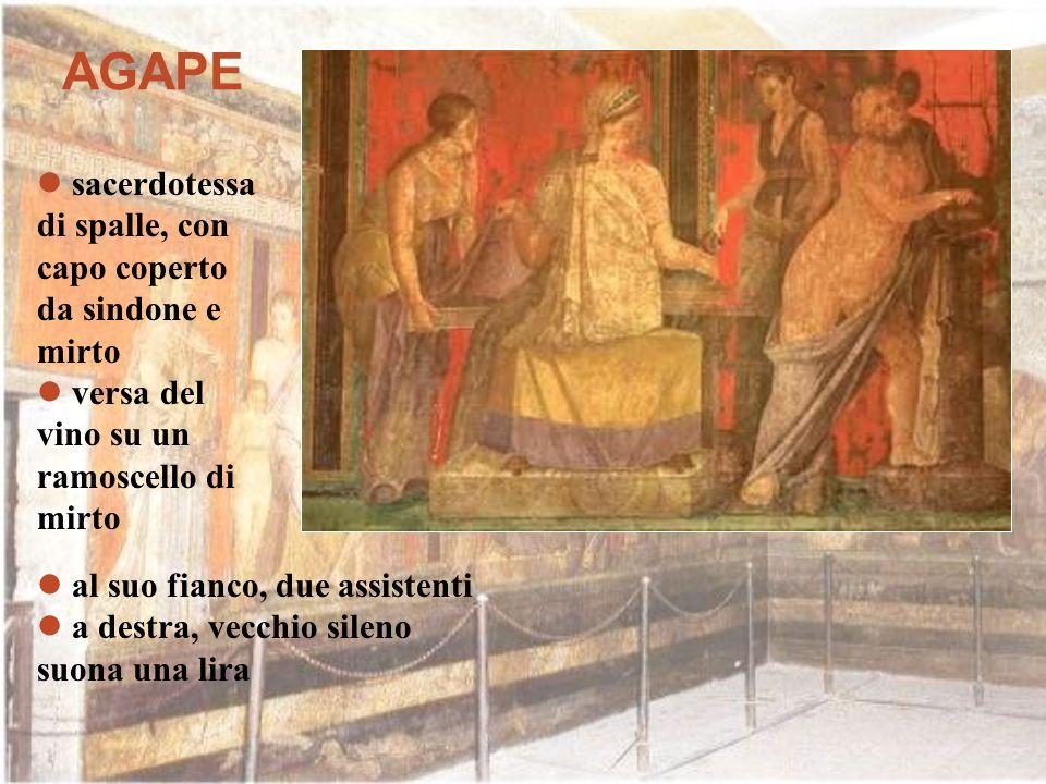 AGAPE sacerdotessa di spalle, con capo coperto da sindone e mirto versa del vino su un ramoscello di mirto al suo fianco, due assistenti a destra, vec