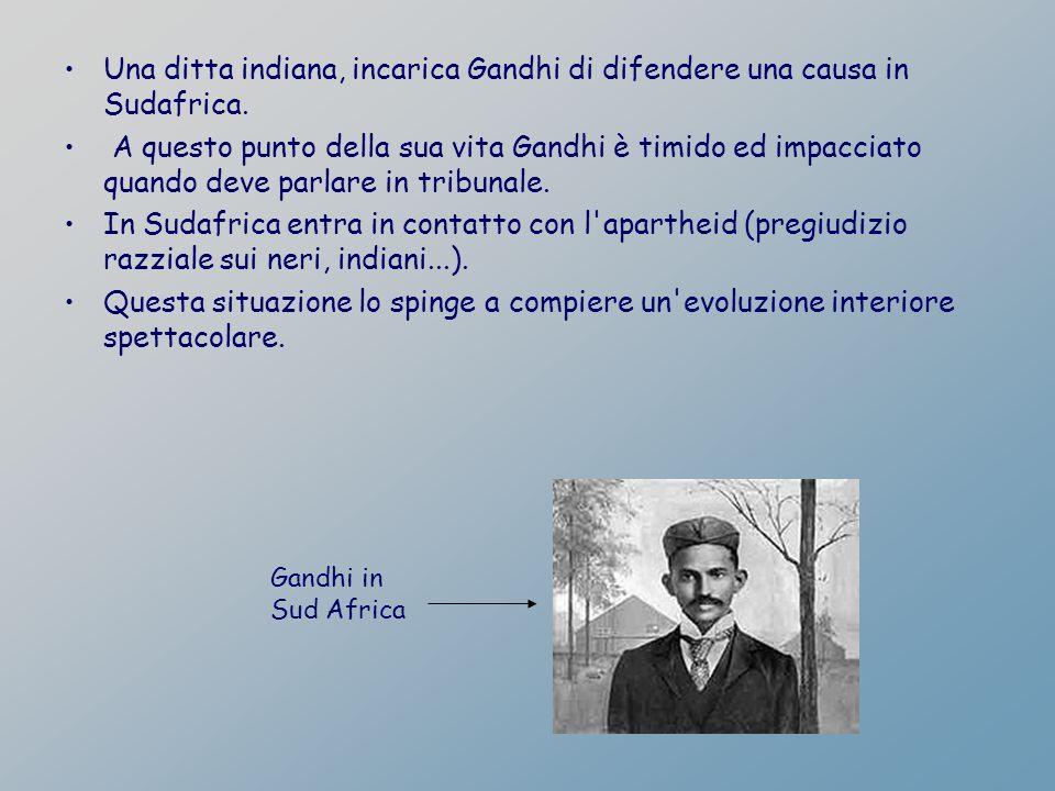 Una ditta indiana, incarica Gandhi di difendere una causa in Sudafrica. A questo punto della sua vita Gandhi è timido ed impacciato quando deve parlar