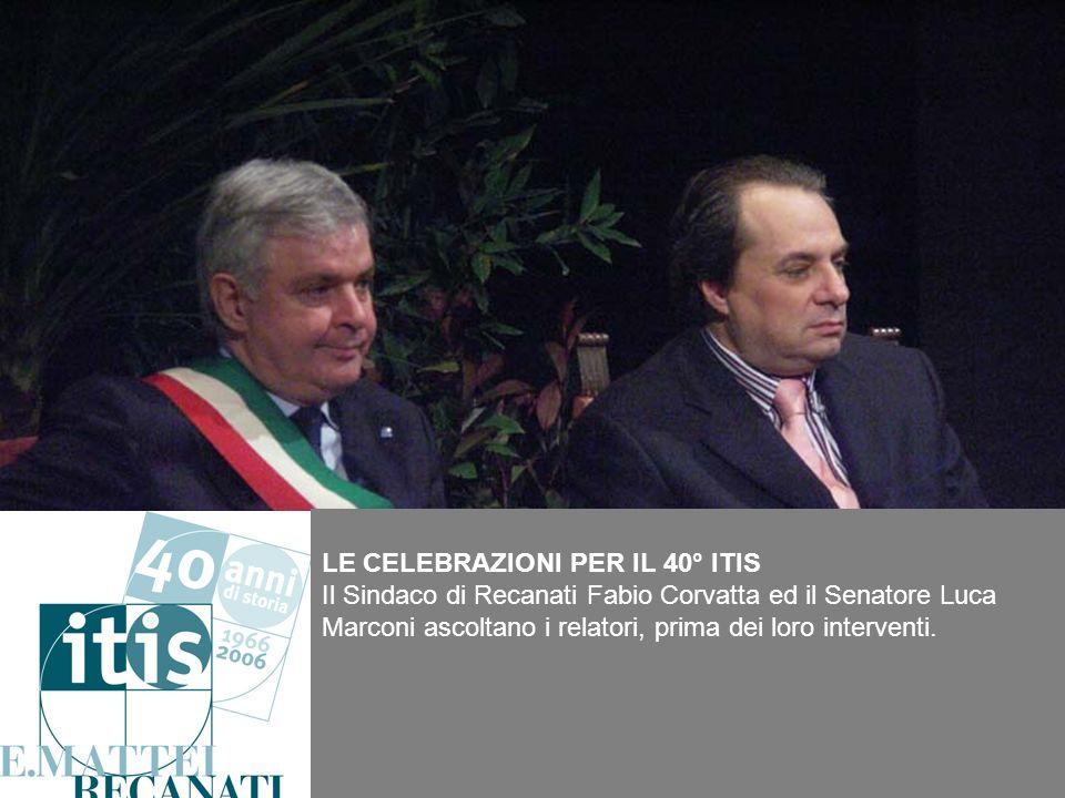 LE CELEBRAZIONI PER IL 40° ITIS Il Sindaco di Recanati Fabio Corvatta ed il Senatore Luca Marconi ascoltano i relatori, prima dei loro interventi.
