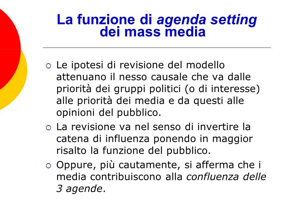 Le ipotesi di revisione del modello attenuano il nesso causale che va dalle priorità dei gruppi politici (o di interesse) alle priorità dei media e da questi alle opinioni del pubblico.