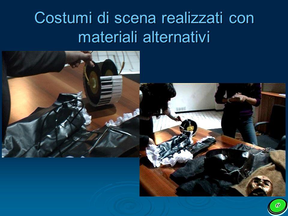 Costumi di scena realizzati con materiali alternativi