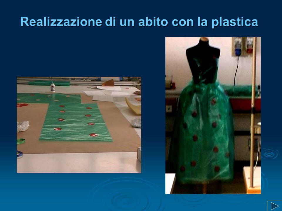 Realizzazione di un abito con la plastica