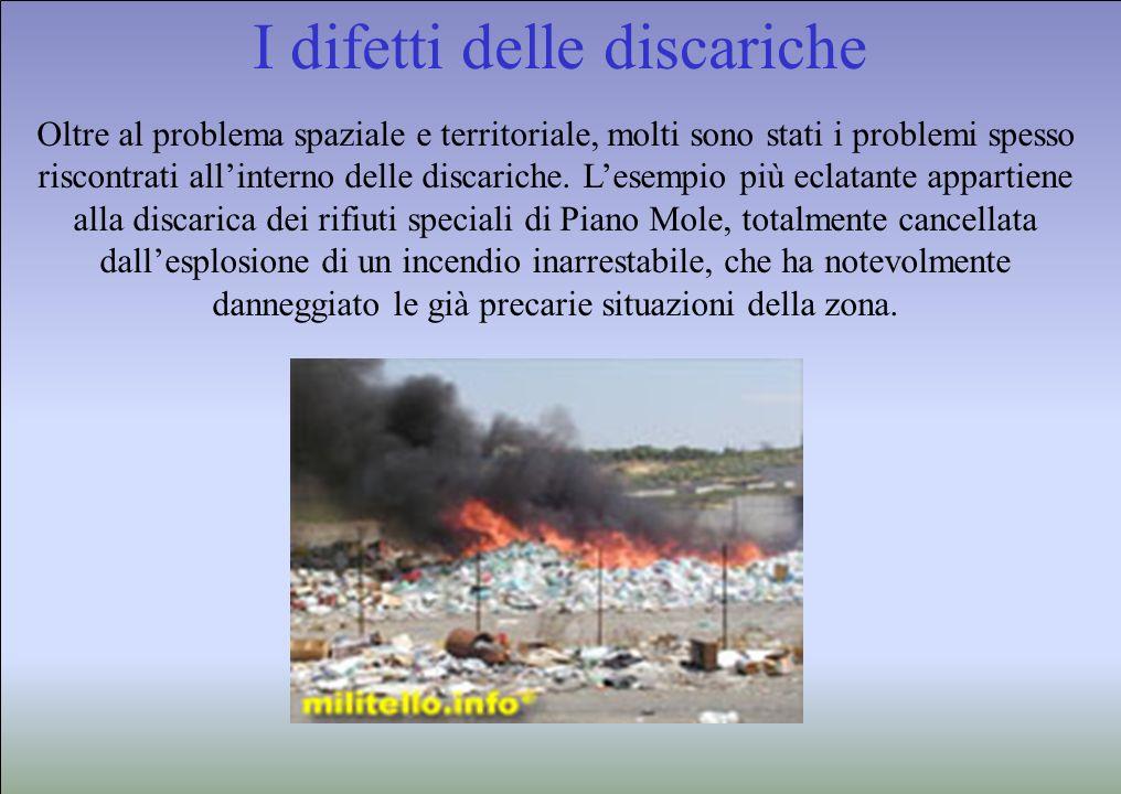I difetti delle discariche Oltre al problema spaziale e territoriale, molti sono stati i problemi spesso riscontrati allinterno delle discariche. Lese