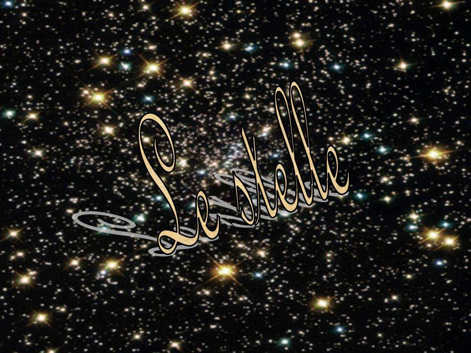 L universo è uno spazio popolato da milioni di galassie, nelle quali si distinguono zone chiamate nebulose, costituite da addensamenti di gas quali idrogeno, elio e polveri cosmiche.