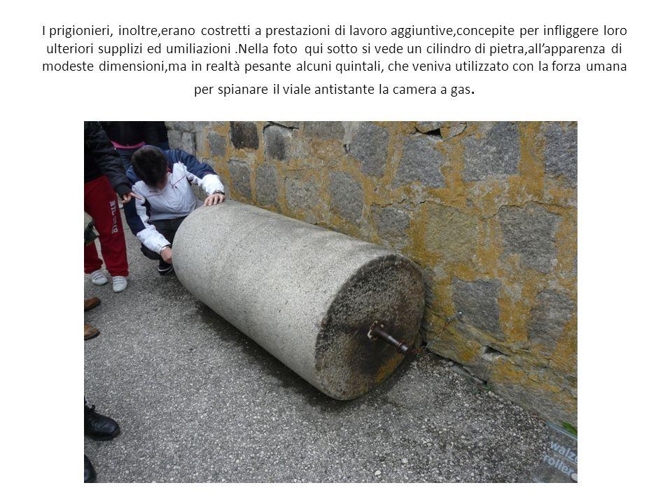 I prigionieri, inoltre,erano costretti a prestazioni di lavoro aggiuntive,concepite per infliggere loro ulteriori supplizi ed umiliazioni.Nella foto q