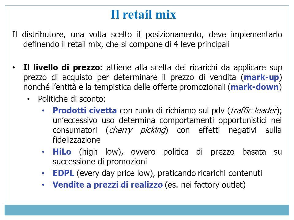 Il retail mix Il distributore, una volta scelto il posizionamento, deve implementarlo definendo il retail mix, che si compone di 4 leve principali Il