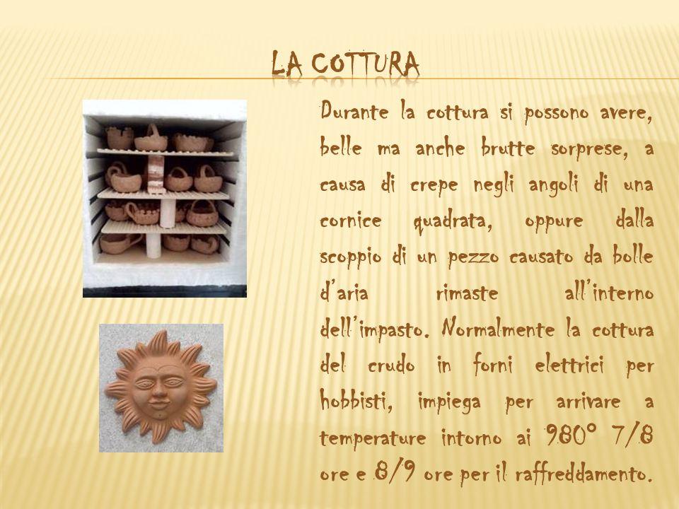 Matite per ceramica, sono usate come delle normali matite colorate e perciò di facilissimo utilizzo.