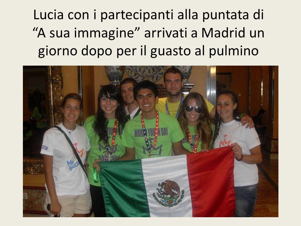 Lucia con i partecipanti alla puntata di A sua immagine arrivati a Madrid un giorno dopo per il guasto al pulmino