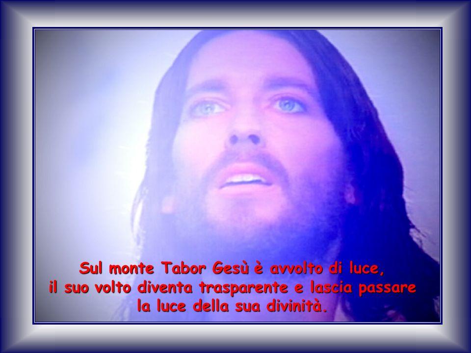 Sul monte Tabor Gesù è avvolto di luce, il suo volto diventa trasparente e lascia passare la luce della sua divinità.