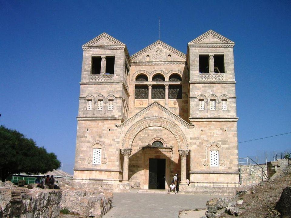 Gli apostoli videro Gesù nella trasfigurazione del Tabor diventare bellezza e luce.