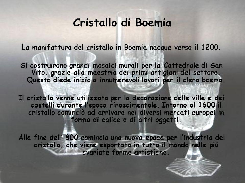 Cristallo di Boemia La manifattura del cristallo in Boemia nacque verso il 1200. Si costruirono grandi mosaici murali per la Cattedrale di San Vito, g