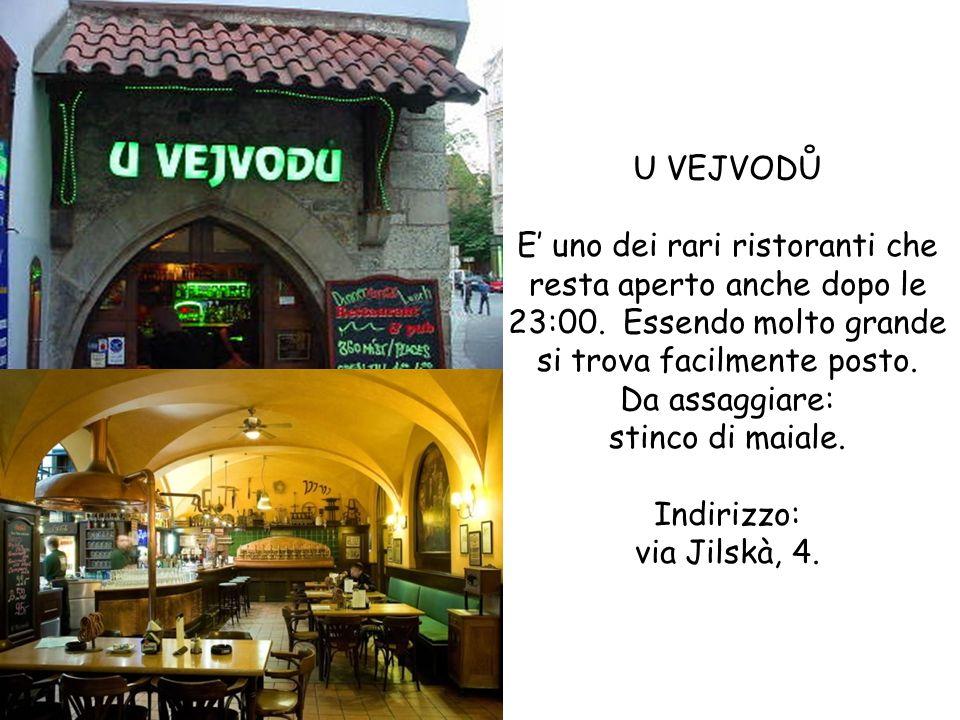 U VEJVODŮ E uno dei rari ristoranti che resta aperto anche dopo le 23:00. Essendo molto grande si trova facilmente posto. Da assaggiare: stinco di mai