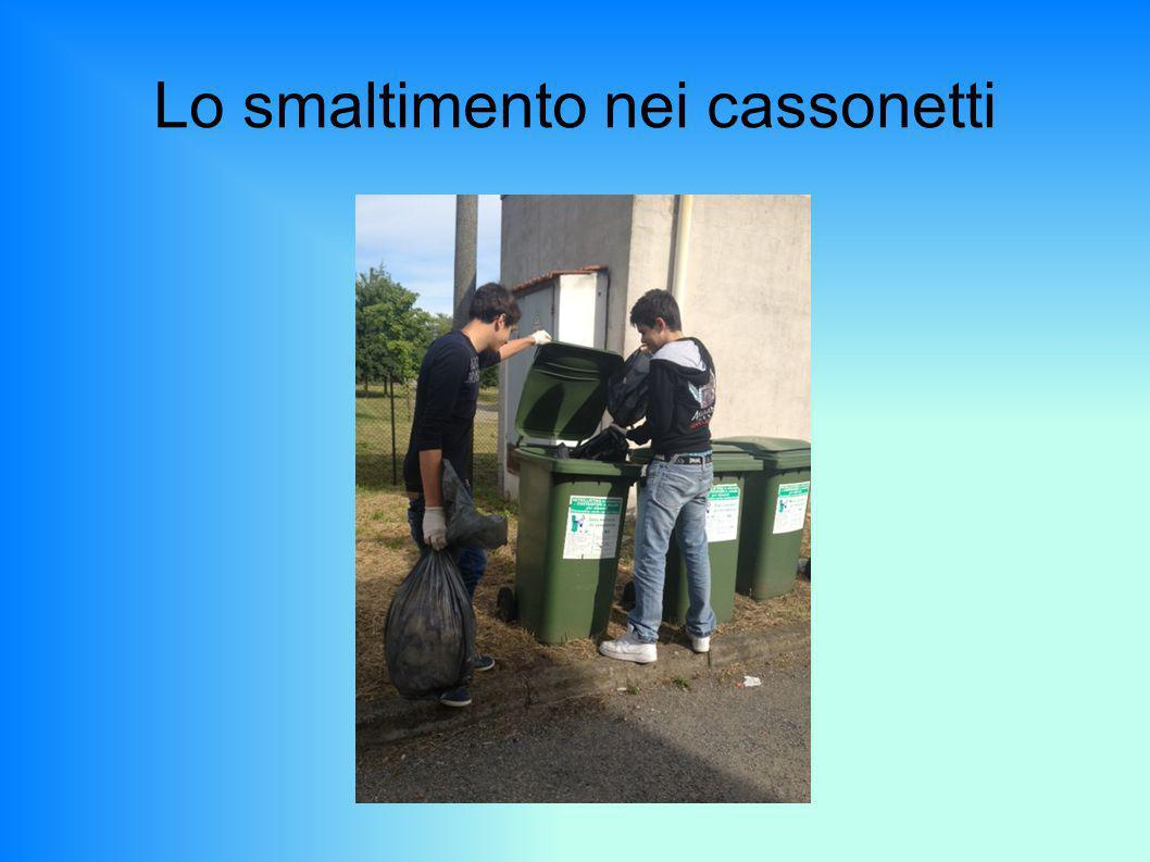 Lo smaltimento nei cassonetti