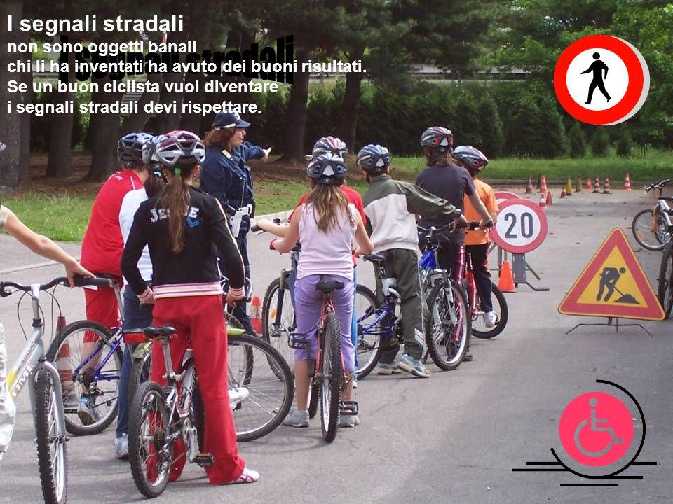 In bicicletta noi siam e la carreggiata rispettare dobbiam.
