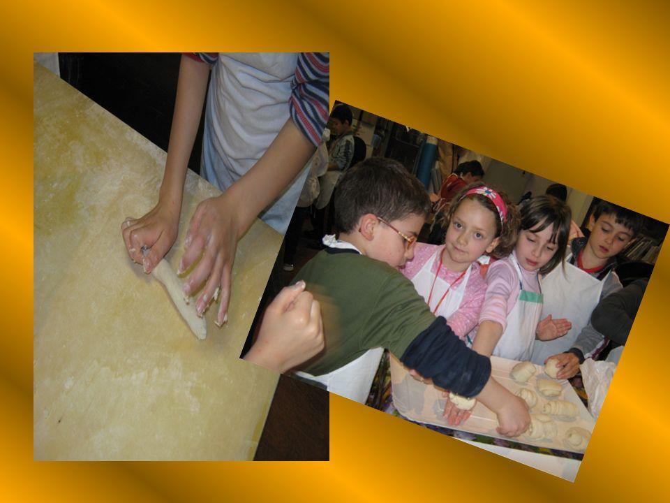 VISITA AL C. E. A. Nelluscita presso il Centro Educazione Ambientale di Monantola gli alunni hanno concretamente fatto il pane con grande entusiasmo!
