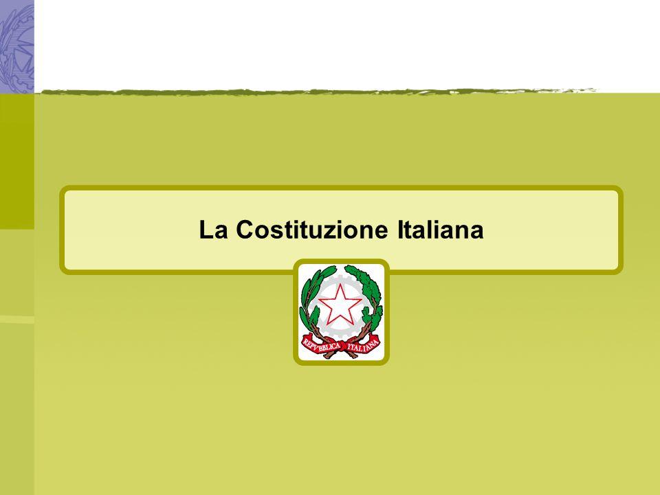 La Costituzione Italiana Mussolini Mussolini, a poco a poco, riuscì a concentrare nelle sue mani tutti i poteri togliendoli al re e al Parlamento.