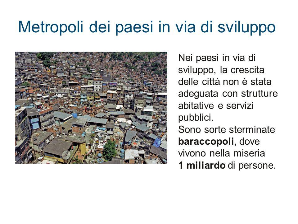 Metropoli dei paesi in via di sviluppo Nei paesi in via di sviluppo, la crescita delle città non è stata adeguata con strutture abitative e servizi pu