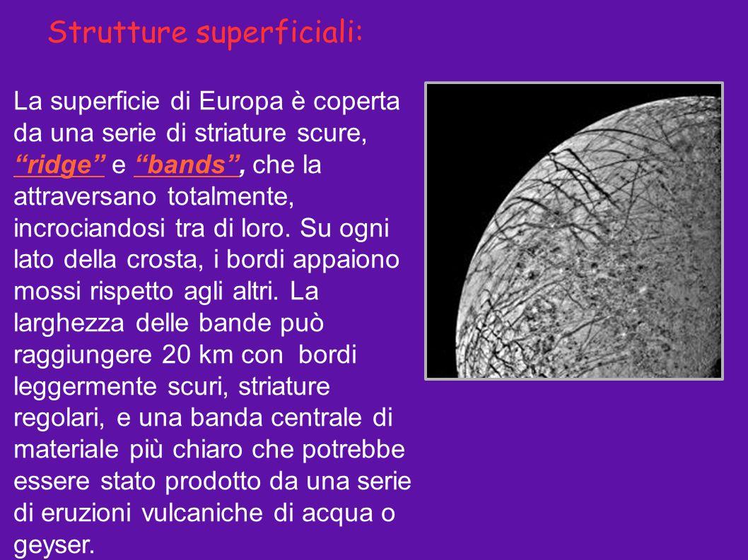 Strutture superficiali: La superficie di Europa è coperta da una serie di striature scure, ridge e bands, che la attraversano totalmente, incrociandos