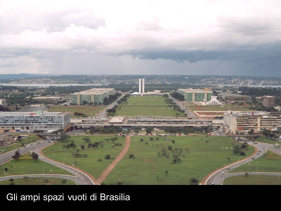 Gli ampi spazi vuoti di Brasilia