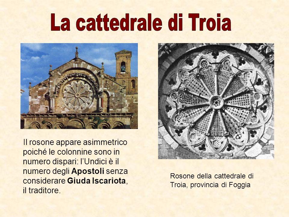 Il rosone appare asimmetrico poiché le colonnine sono in numero dispari: lUndici è il numero degli Apostoli senza considerare Giuda Iscariota, il trad