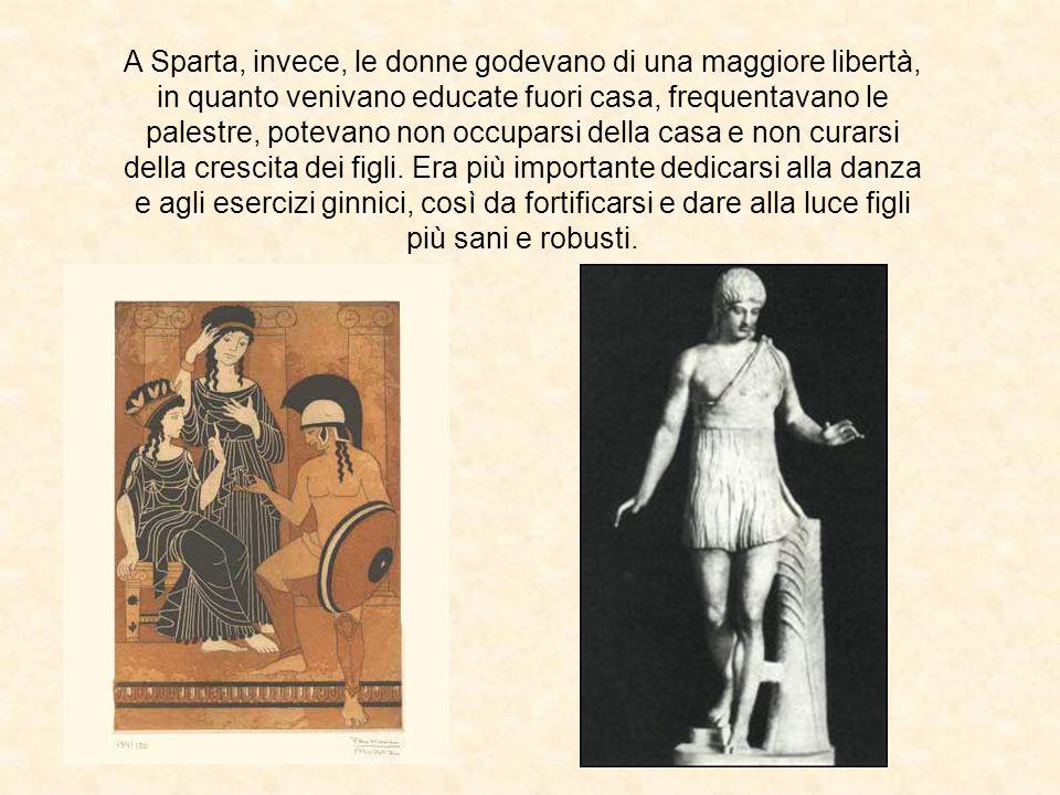 A Sparta, invece, le donne godevano di una maggiore libertà, in quanto venivano educate fuori casa, frequentavano le palestre, potevano non occuparsi