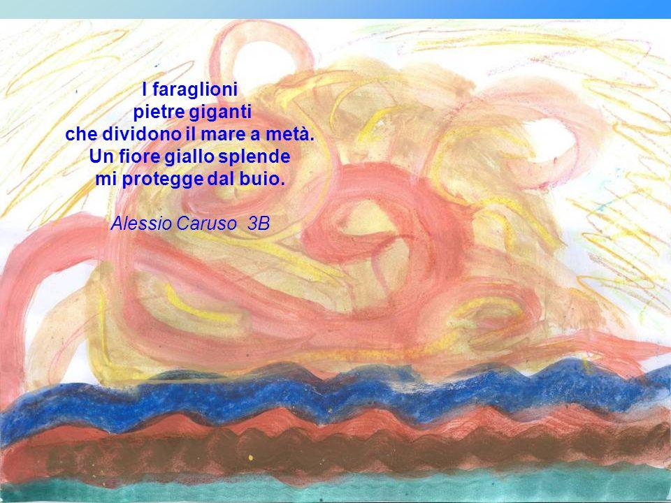 Il giallo delle sabbie ardenti del sole che sorride alle nuvole che riscalda il mare che racconta la sua storia alle piccole rondinelle.