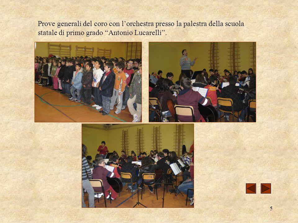 5 Prove generali del coro con lorchestra presso la palestra della scuola statale di primo grado Antonio Lucarelli.