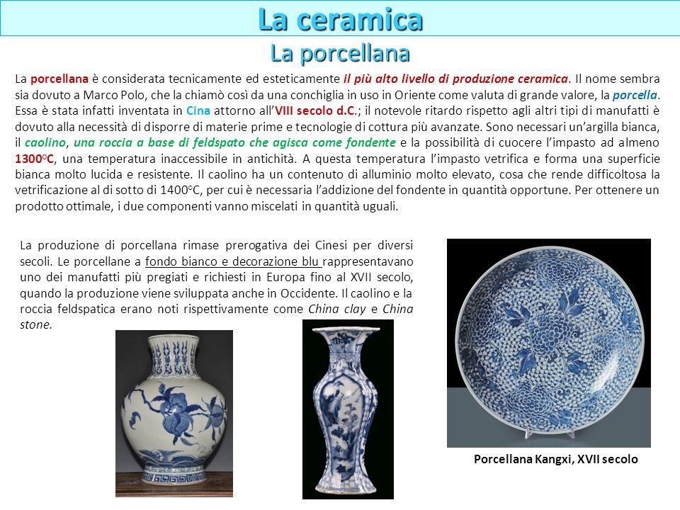La porcellana è considerata tecnicamente ed esteticamente il più alto livello di produzione ceramica. Il nome sembra sia dovuto a Marco Polo, che la c