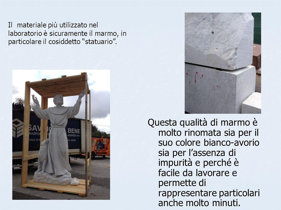 Questa qualità di marmo è molto rinomata sia per il suo colore bianco-avorio sia per lassenza di impurità e perché è facile da lavorare e permette di rappresentare particolari anche molto minuti.