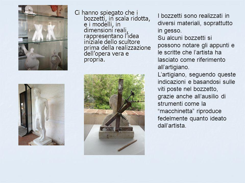 Ci hanno anche spiegato che la lavorazione delle pietre è composta da tre fasi: 1.