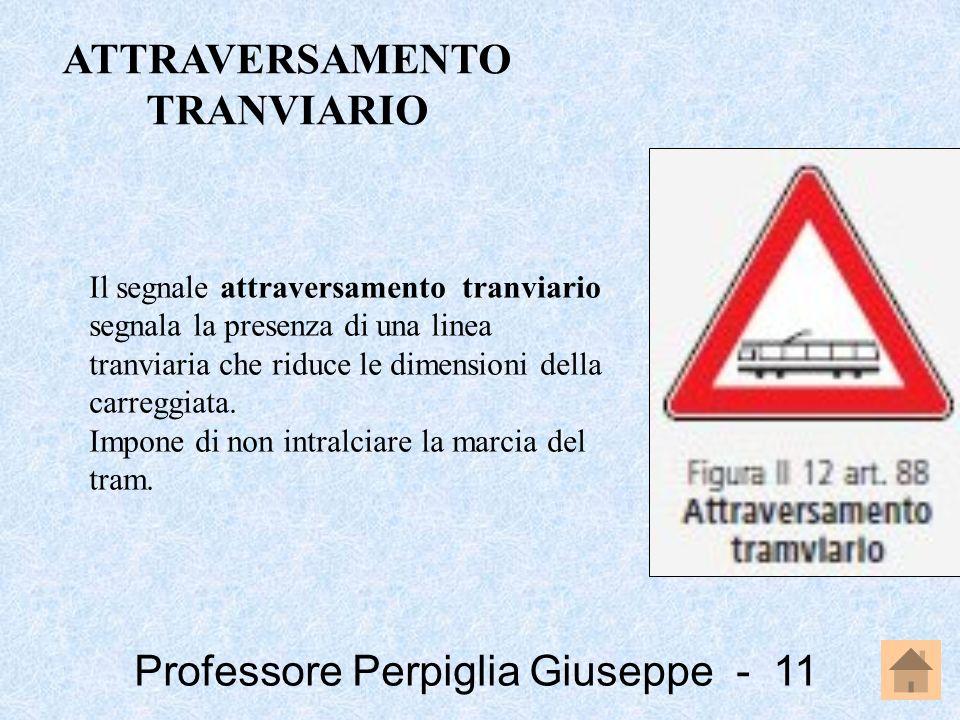 Professore Perpiglia Giuseppe - 11 Il segnale attraversamento tranviario segnala la presenza di una linea tranviaria che riduce le dimensioni della ca