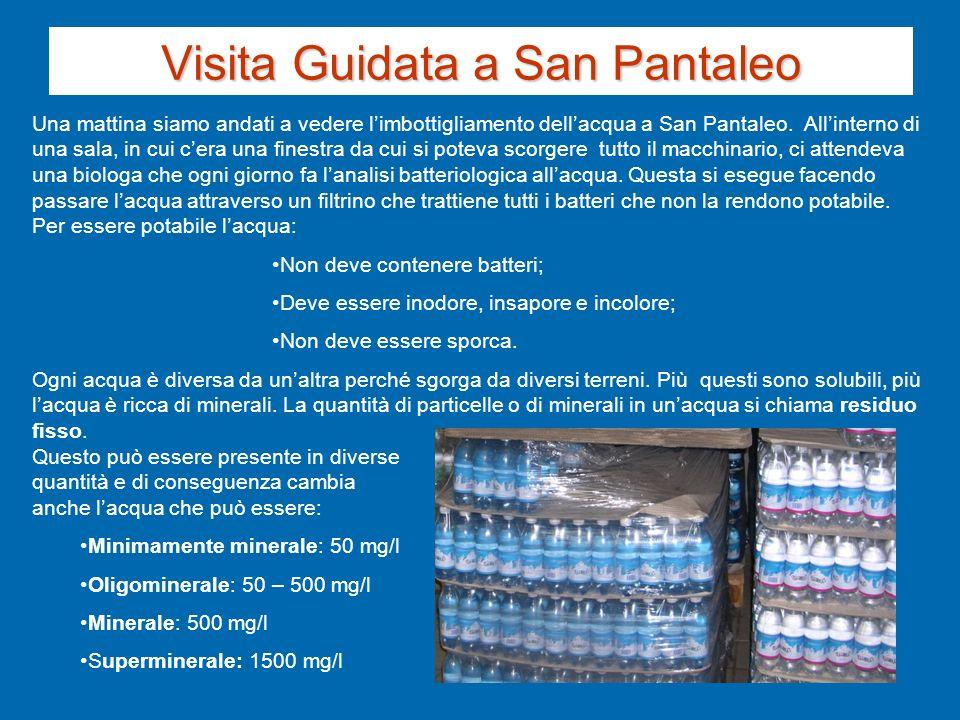 Una mattina siamo andati a vedere limbottigliamento dellacqua a San Pantaleo. Allinterno di una sala, in cui cera una finestra da cui si poteva scorge