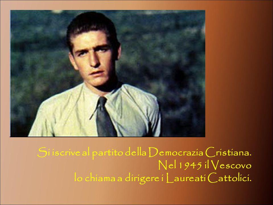 Si iscrive al partito della Democrazia Cristiana. Nel 1945 il Vescovo lo chiama a dirigere i Laureati Cattolici.