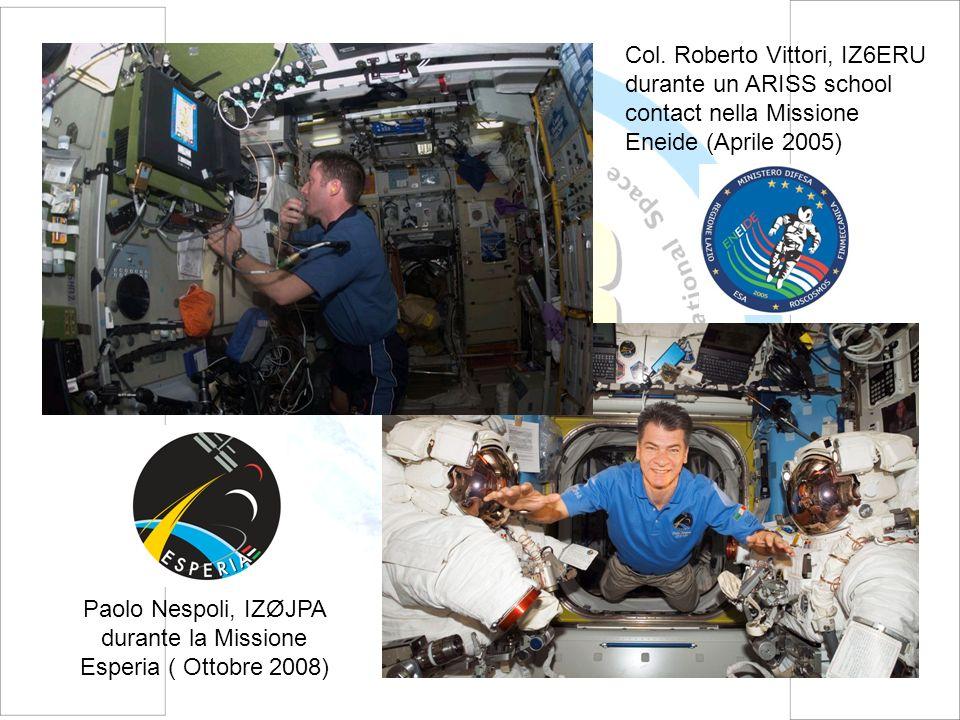 Col. Roberto Vittori, IZ6ERU durante un ARISS school contact nella Missione Eneide (Aprile 2005) Paolo Nespoli, IZØJPA durante la Missione Esperia ( O