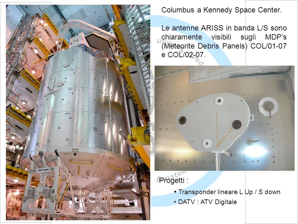 Columbus a Kennedy Space Center. Le antenne ARISS in banda L/S sono chiaramente visibili sugli MDPs (Meteorite Debris Panels) COL/01-07 e COL/02-07. P