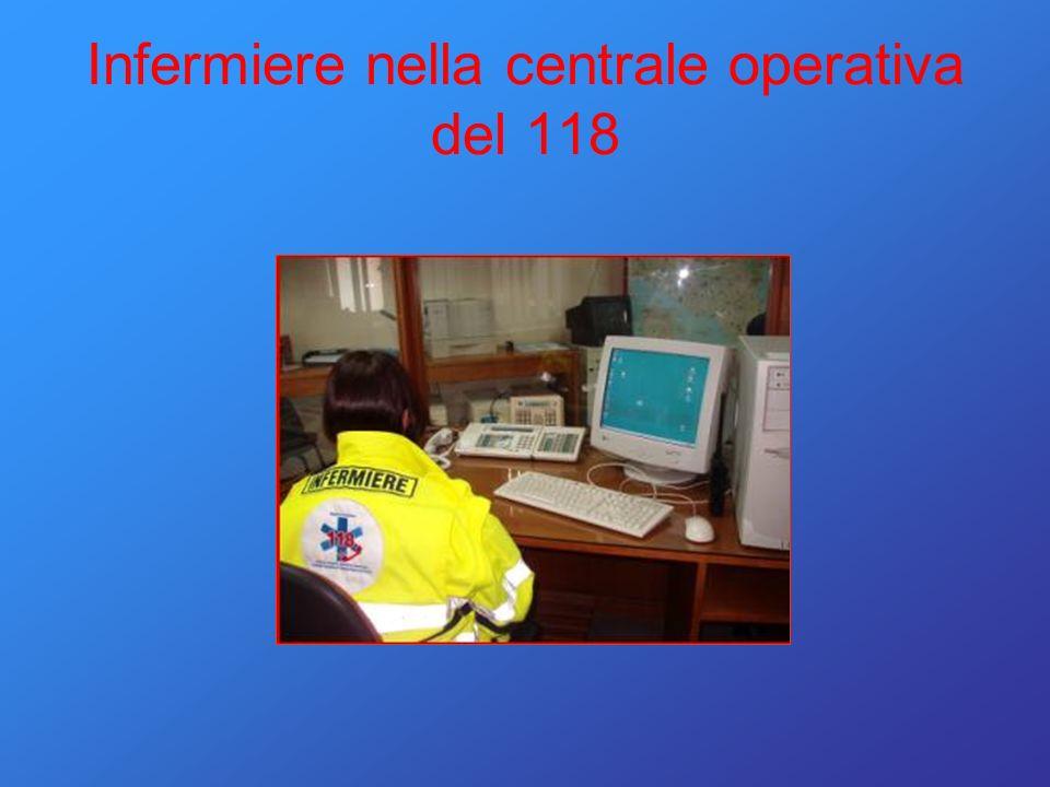 Infermiere nella centrale operativa del 118