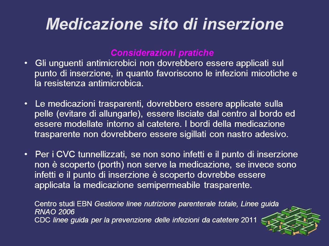 Medicazione sito di inserzione Considerazioni pratiche Gli unguenti antimicrobici non dovrebbero essere applicati sul punto di inserzione, in quanto favoriscono le infezioni micotiche e la resistenza antimicrobica.