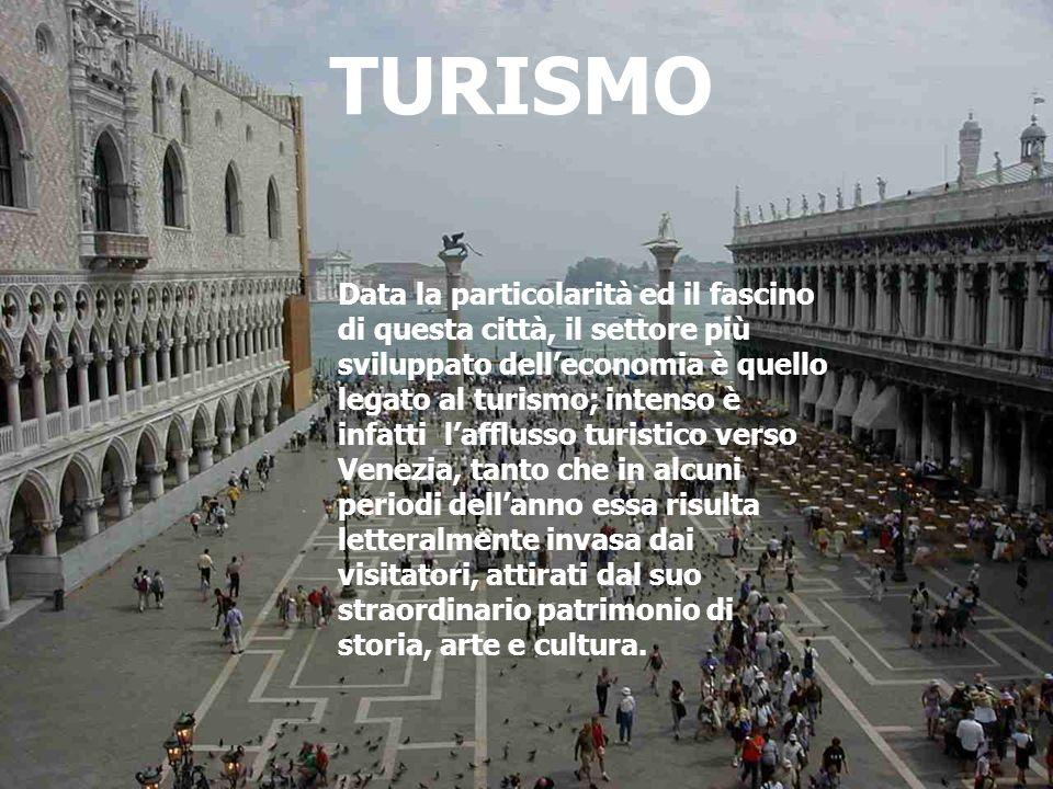 TURISMO Data la particolarità ed il fascino di questa città, il settore più sviluppato delleconomia è quello legato al turismo; intenso è infatti laff