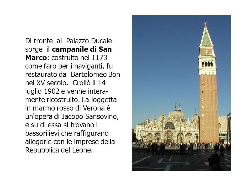 Di fronte al Palazzo Ducale sorge il campanile di San Marco: costruito nel 1173 come faro per i naviganti, fu restaurato da Bartolomeo Bon nel XV seco