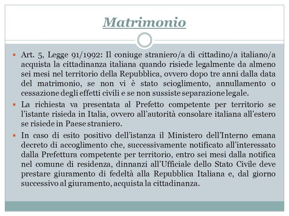Matrimonio Art. 5, Legge 91/1992: Il coniuge straniero/a di cittadino/a italiano/a acquista la cittadinanza italiana quando risiede legalmente da alme