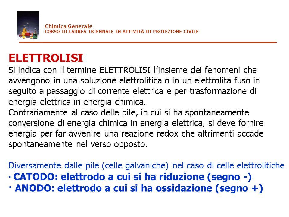 ELETTROLISI Si indica con il termine ELETTROLISI linsieme dei fenomeni che avvengono in una soluzione elettrolitica o in un elettrolita fuso in seguit