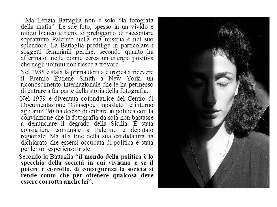 Ma Letizia Battaglia non è solo la fotografa della mafia. Le sue foto, spesso in un vivido e nitido bianco e nero, si prefiggono di raccontare sopratt