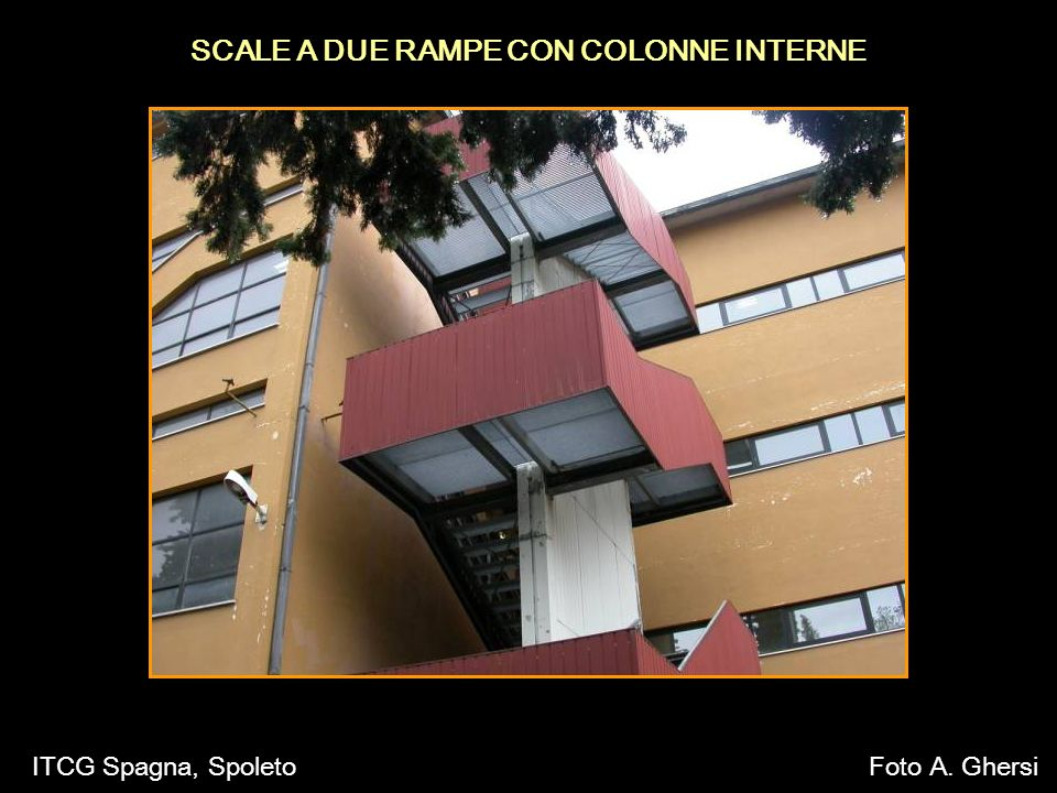 SCALE A DUE RAMPE CON COLONNE INTERNE ITCG Spagna, SpoletoFoto A. Ghersi