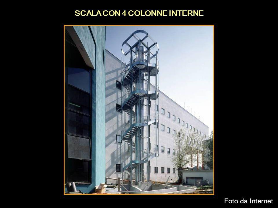 SCALA CON 4 COLONNE INTERNE Foto da Internet