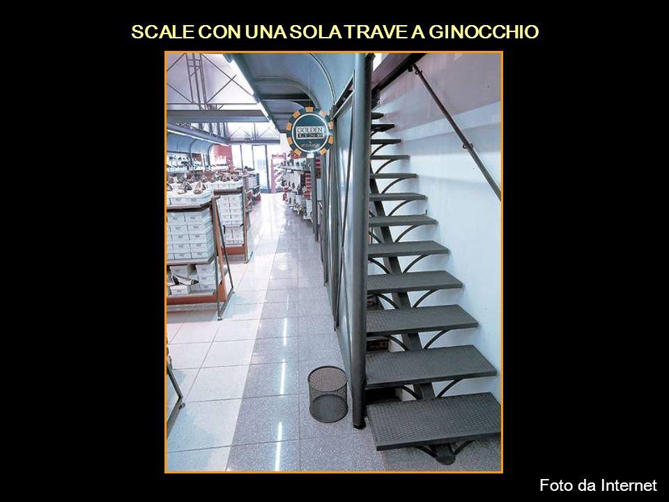 SCALE CON UNA SOLA TRAVE A GINOCCHIO Foto da Internet