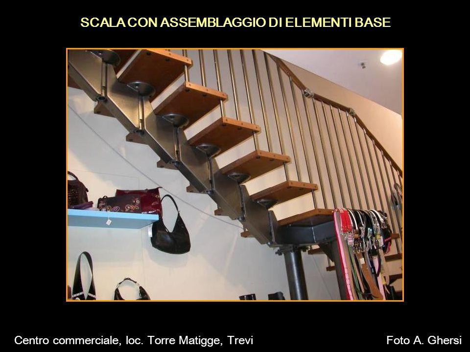 SCALA CON ASSEMBLAGGIO DI ELEMENTI BASE Centro commerciale, loc. Torre Matigge, TreviFoto A. Ghersi